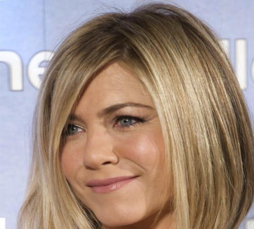 8 Frizura Jennifer Aniston Friz