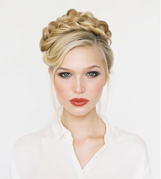 7-chic-holiday-braid-ideas-1579324-1449019565640x0c_840_472