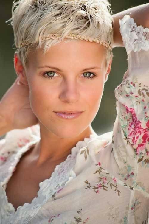 Fenomenalna ženska Kratka Frizura Blonde Pixie Friz