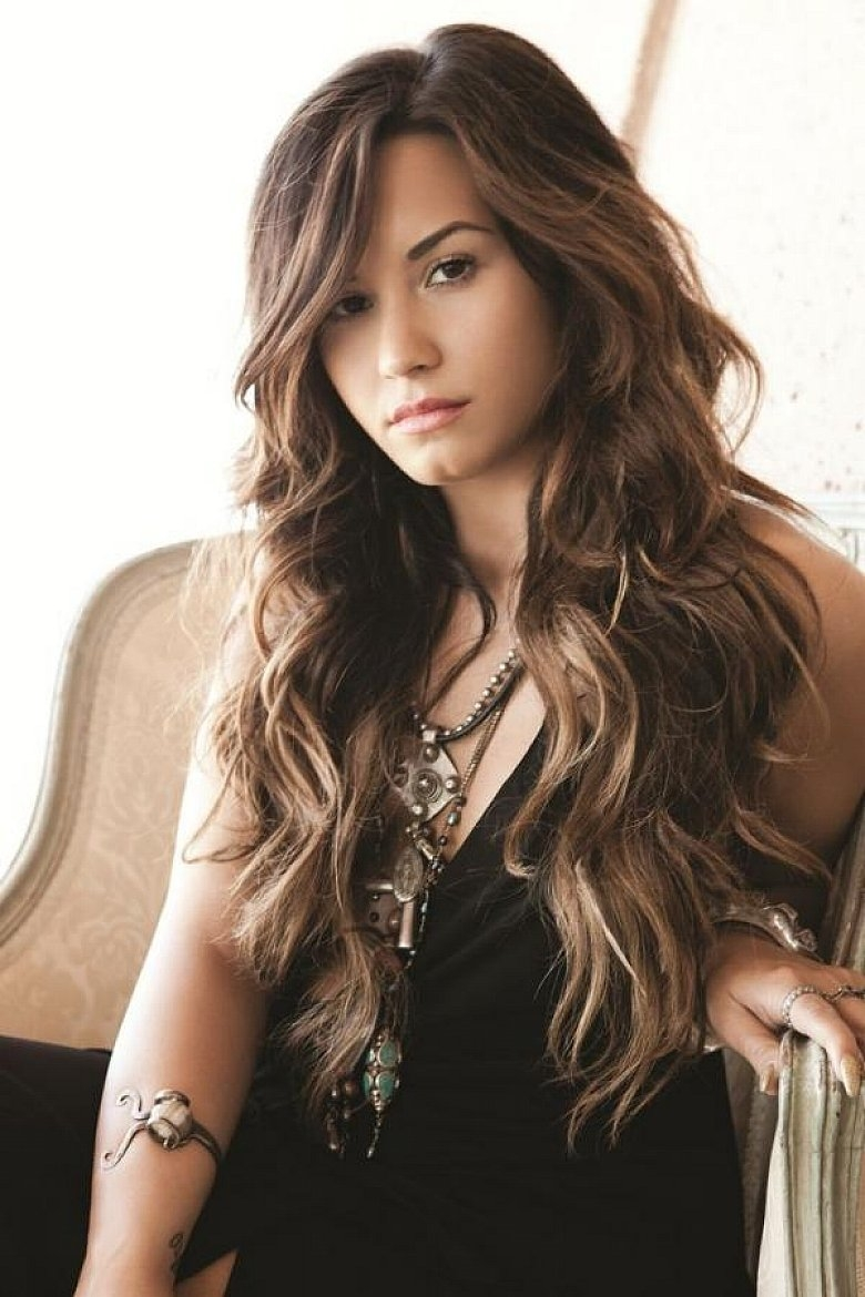 Best Long Messy Hairstyles With Cute Side Bangs And Layers For Wavy Thick Hair
