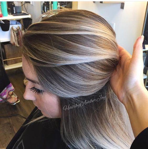 Zapanjujuće ženske Frizure U Pepeljasto Plavoj Boji Kose