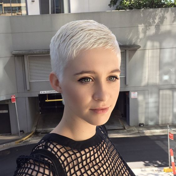 Kratke frizure Pixie (20)