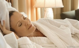 14995-can-you-sleep-with-wet-hair-article_full-5