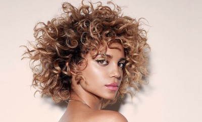short-curly-hair-honey-bob-bangs