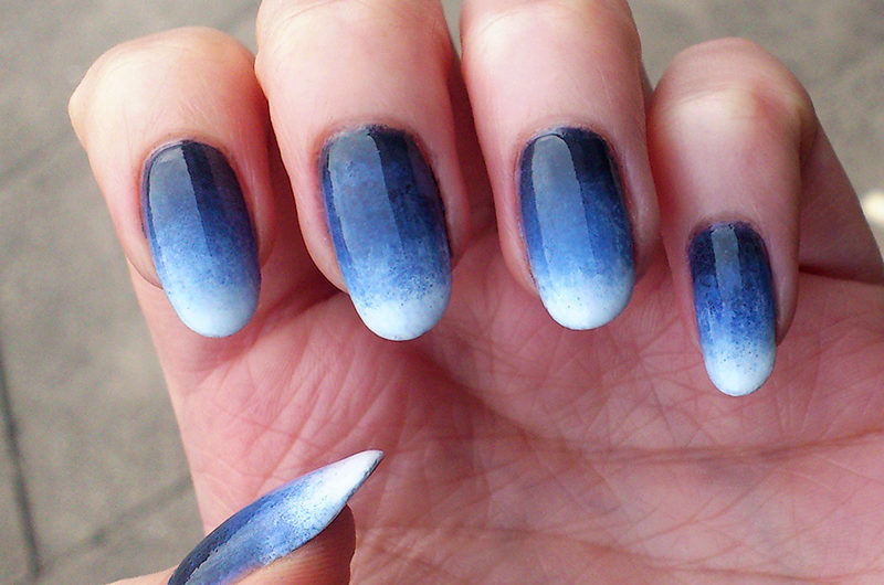 Blue-Ombre-Nail-Design-800x530