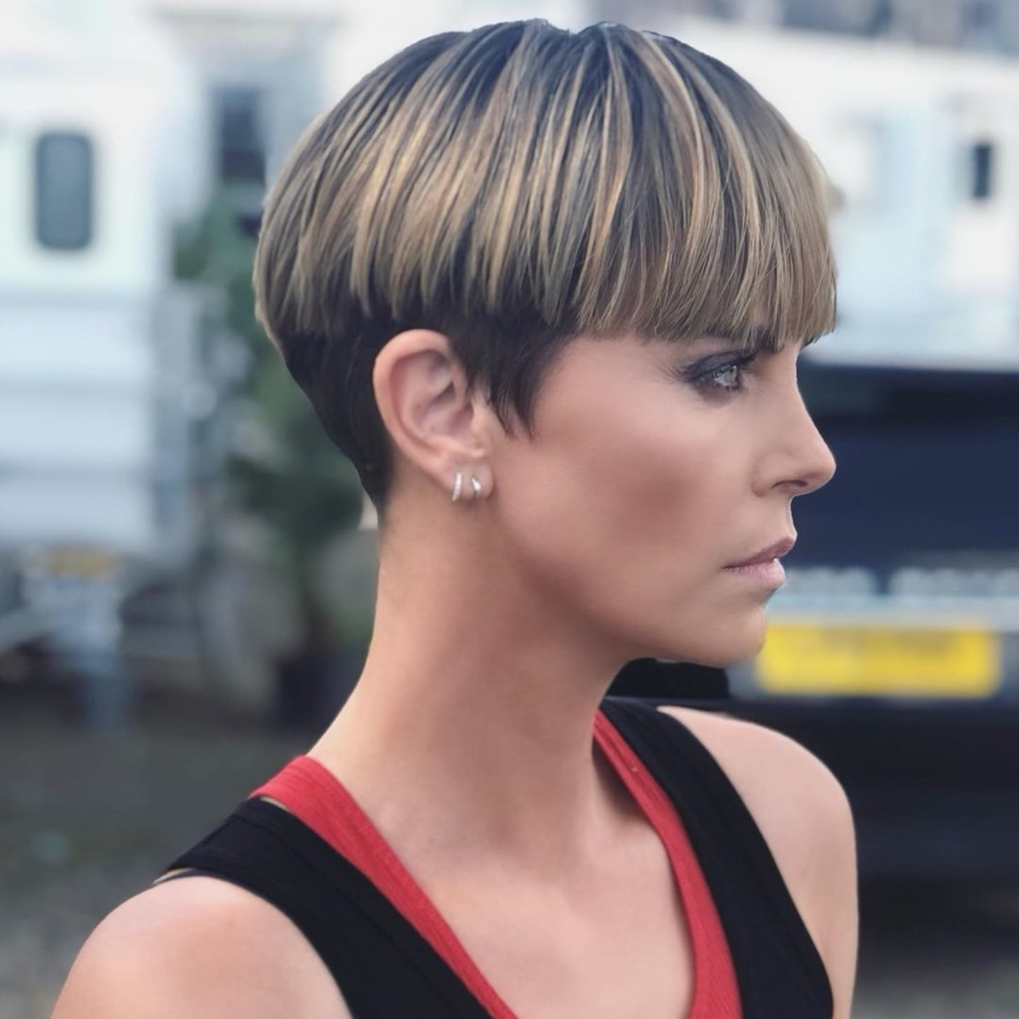 Charlize-Theron-Bowl-Cut-Photos