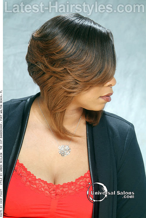 Hairstyle-for-Round-Faces-with-Side-Bangs-Side