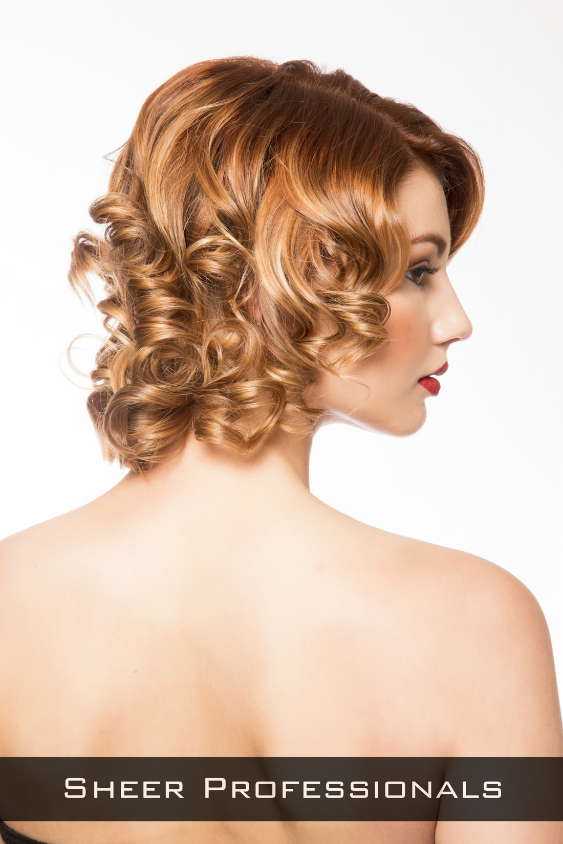 Short-Hairstyle-with-Curls-for-Round-Faces-Side