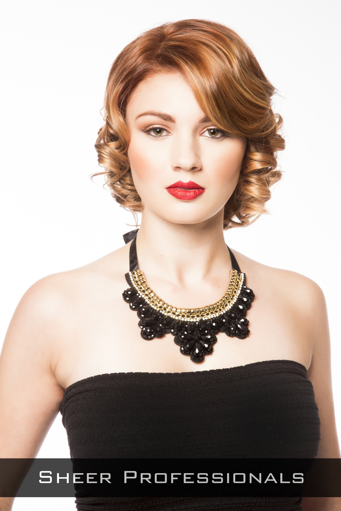 Short-Hairstyle-with-Curls-for-Round-Faces