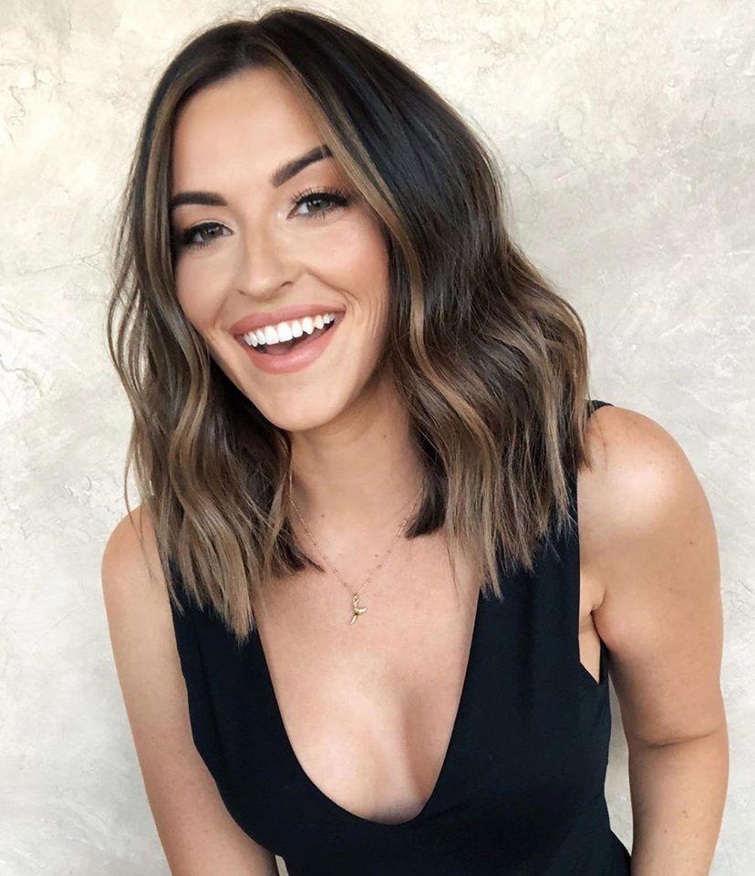 zenska frizura za srednju duzinu kosu